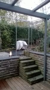 Terrassenvernetzung mit Tür zum Garten